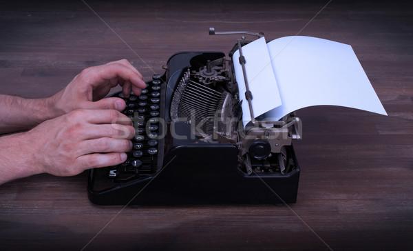 Escritor repórter atrás máquina de escrever negócio escritório Foto stock © michaklootwijk