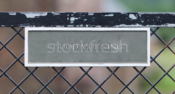 Bonjour signe suspendu vieux métallique porte Photo stock © michaklootwijk