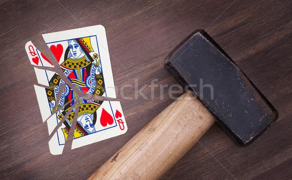 Martelo quebrado cartão rainha corações vintage Foto stock © michaklootwijk