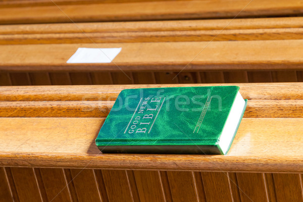 Una buona notizia bible legno chiesa panchina sfondo Foto d'archivio © michaklootwijk