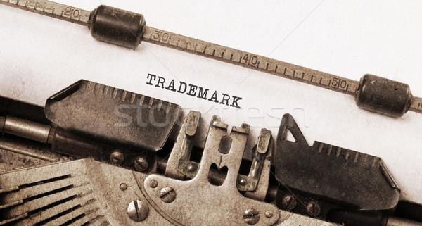 Foto d'archivio: Vintage · macchina · da · scrivere · vecchio · arrugginito · usato · marchio · di · fabbrica