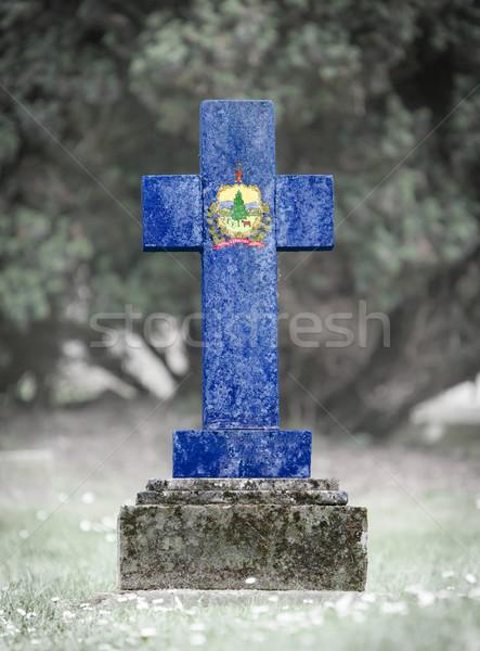 Nagrobek cmentarz Vermont starych wyblakły banderą Zdjęcia stock © michaklootwijk