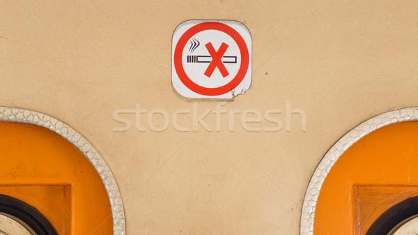 Dohányozni tilos figyelmeztetés öreg vonat fuvar közelkép Stock fotó © michaklootwijk