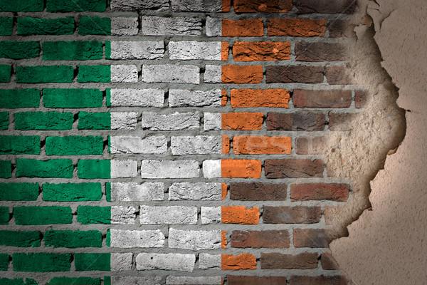 ストックフォト: 暗い · レンガの壁 · 石膏 · アイルランド · テクスチャ · フラグ