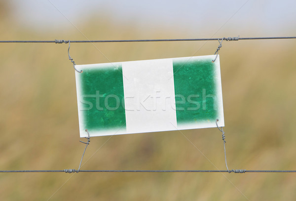 Zdjęcia stock: Granicy · ogrodzenia · starych · plastikowe · podpisania · banderą