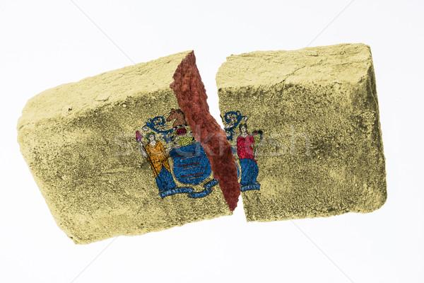 Zdjęcia stock: Szorstki · podziale · cegły · odizolowany · biały · banderą