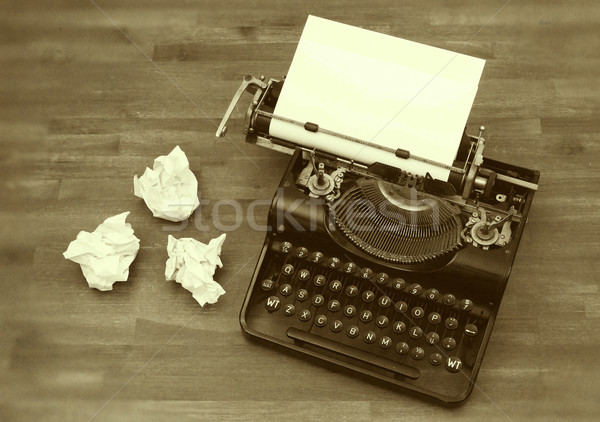 Velho máquina de escrever papel vintage veja Foto stock © michaklootwijk