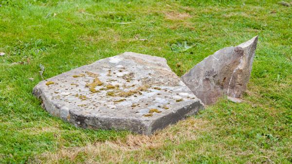 старые сломанной кладбище Шотландии трава Сток-фото © michaklootwijk