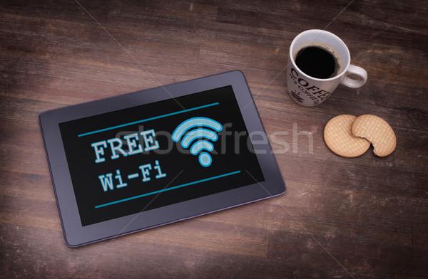 Tablet wifi connessione legno desk computer Foto d'archivio © michaklootwijk