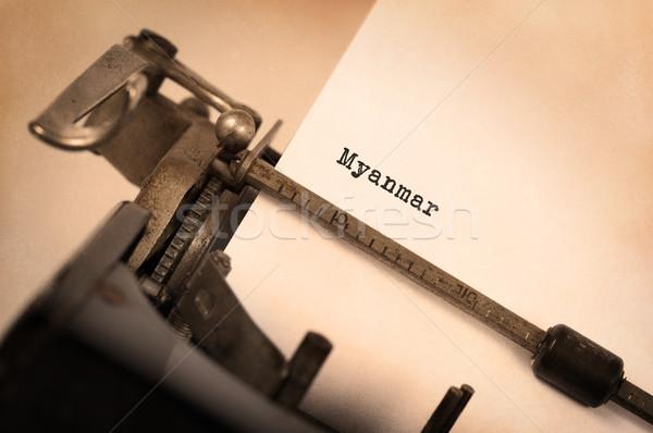 Oude schrijfmachine Myanmar opschrift land technologie Stockfoto © michaklootwijk