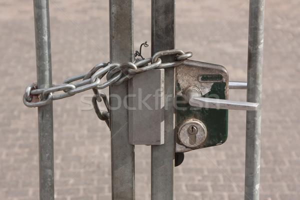 Lánc akasztás elhagyatott kapu Hollandia kereszt Stock fotó © michaklootwijk