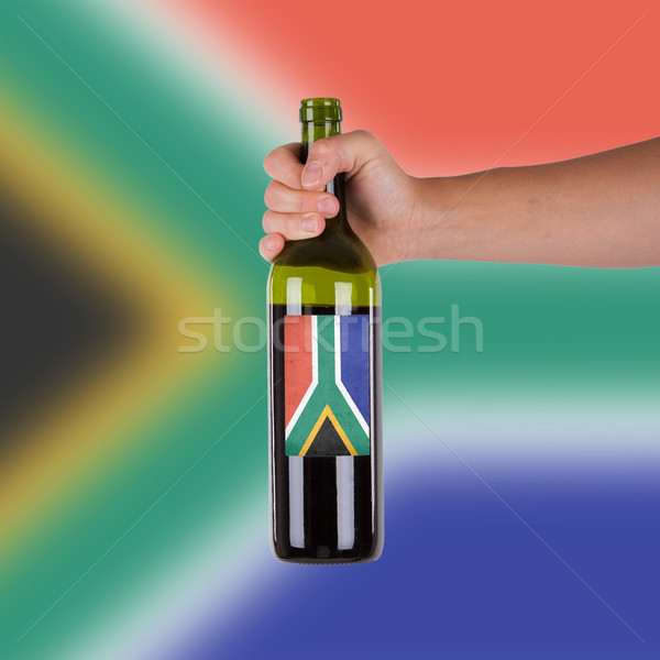 Mano botella vino tinto etiqueta Sudáfrica Foto stock © michaklootwijk