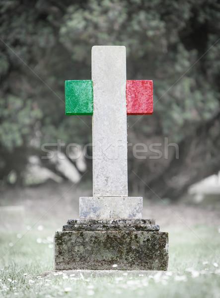 Lápida sepulcral cementerio Italia edad capeado bandera Foto stock © michaklootwijk