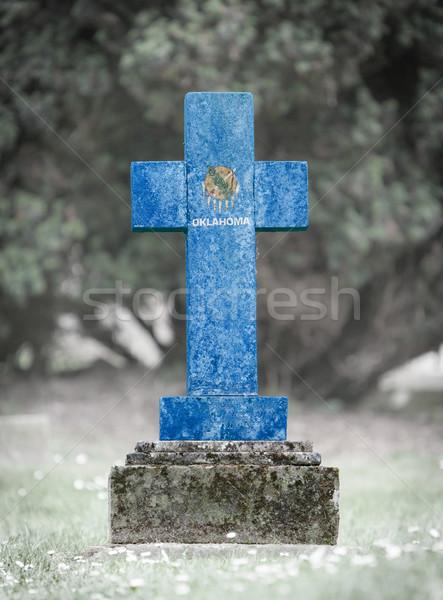 Lápida sepulcral cementerio Oklahoma edad capeado bandera Foto stock © michaklootwijk
