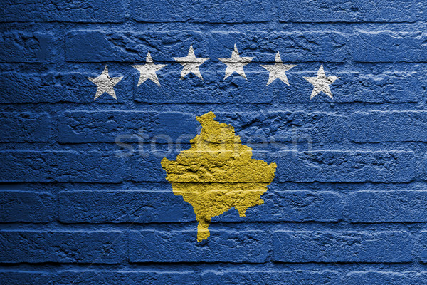 Parede de tijolos pintura bandeira Kosovo isolado pintar Foto stock © michaklootwijk