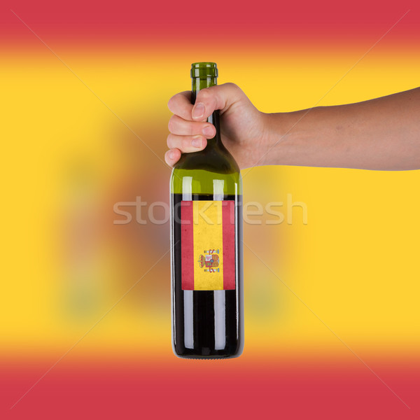 Mano botella vino tinto etiqueta España Foto stock © michaklootwijk