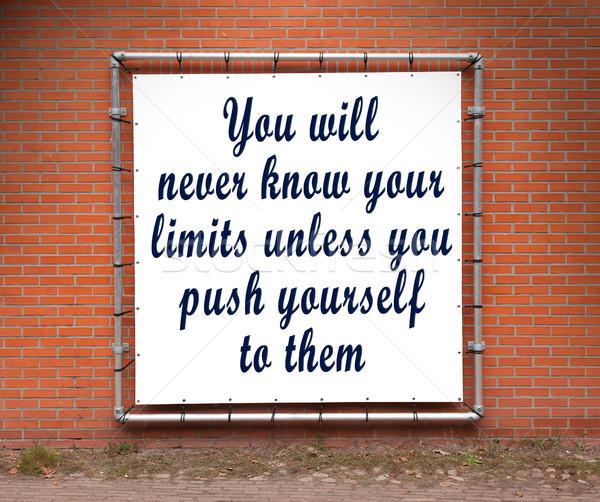 Nagy szalag inspiráló idézet téglafal soha Stock fotó © michaklootwijk