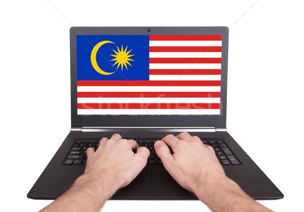 Kezek dolgozik laptop Malajzia mutat képernyő Stock fotó © michaklootwijk