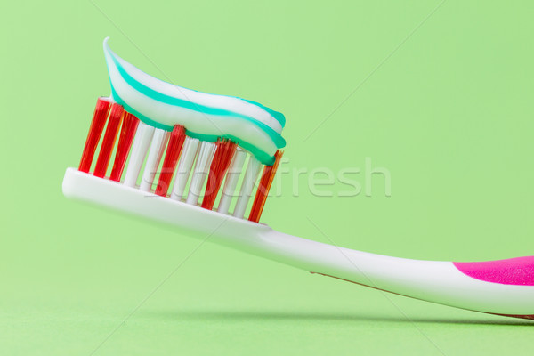 Rose brosse à dents dentifrice vert sourire maison Photo stock © michaklootwijk
