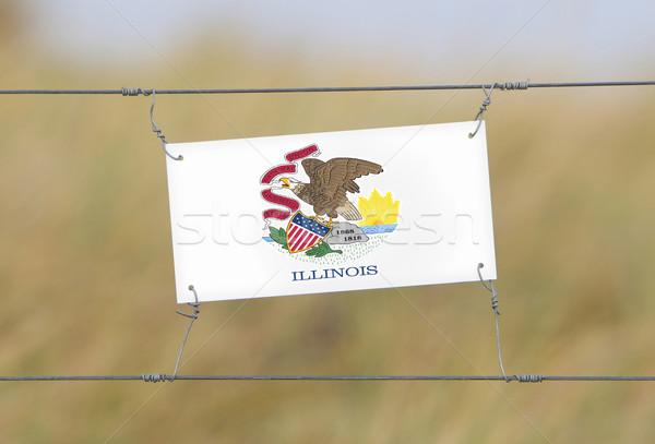 Sınır çit eski plastik imzalamak bayrak Stok fotoğraf © michaklootwijk
