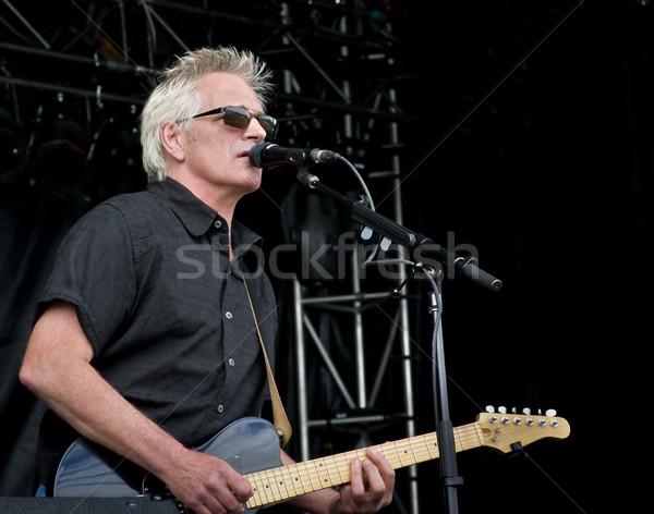 Yaşamak gitarist oynama adam sanat siyah Stok fotoğraf © michelloiselle