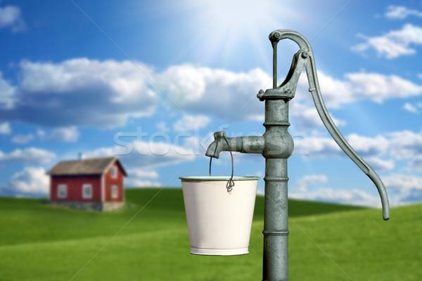 Water pompen Rood huisje huis zon Stockfoto © mikdam