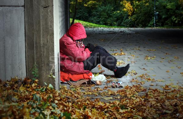 żal kobieta posiedzenia cegły budynku głowie Zdjęcia stock © mikdam