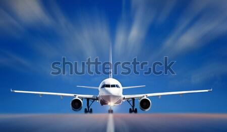 Vliegtuigen landingsbaan hemel technologie Blauw luchthaven Stockfoto © mikdam