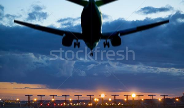 Uçak iniş akşam karanlığı düzlem taşıma Stok fotoğraf © mikdam