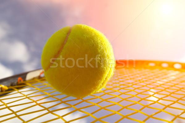 Bal racket hemel sport tennis Geel Stockfoto © mikdam