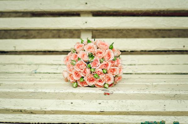 美しい 花束 バラ うそをつく ベンチ 愛 ストックフォト © mikhail_ulyannik