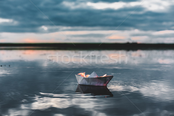 Biały papieru łodzi ognia rzeki Zdjęcia stock © MikhailMishchenko
