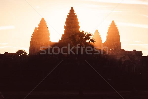 Angkor Wat nascer do sol escuro torres sol luzes Foto stock © MikhailMishchenko
