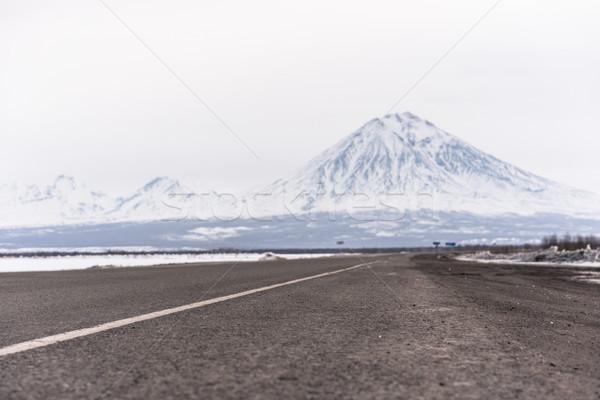 Península estrada neve inverno caminho vulcão Foto stock © MikhailMishchenko