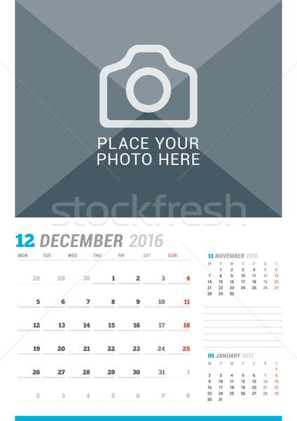 December 2016 muur maandelijks kalender jaar Stockfoto © mikhailmorosin