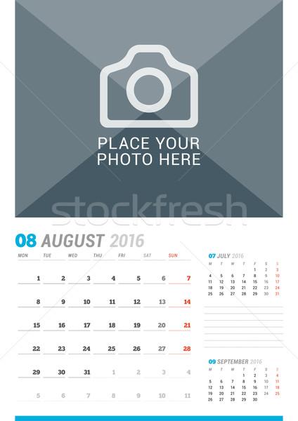 Agosto 2016 muro mensile calendario anno Foto d'archivio © mikhailmorosin