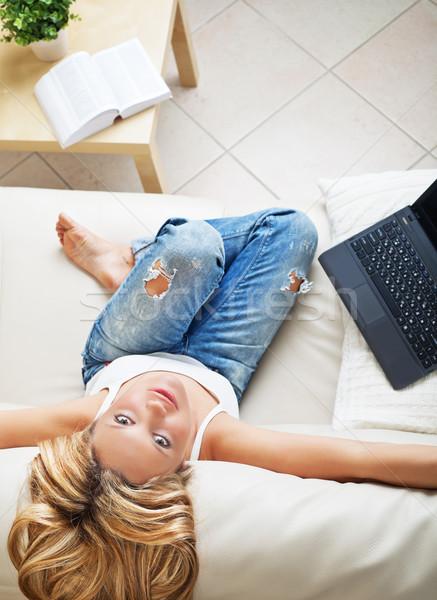 довольно женщину портативного компьютера мнение Сток-фото © MikLav