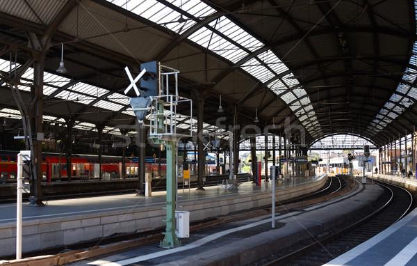 鉄道駅 明るい 乗客 待って 列車 ストックフォト © MikLav