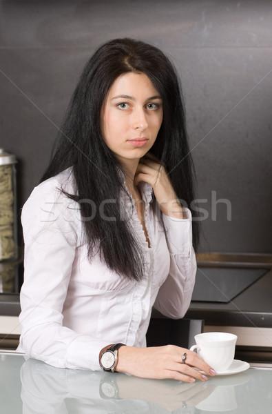 Csésze kávé csinos barna hajú lány ül Stock fotó © MikLav