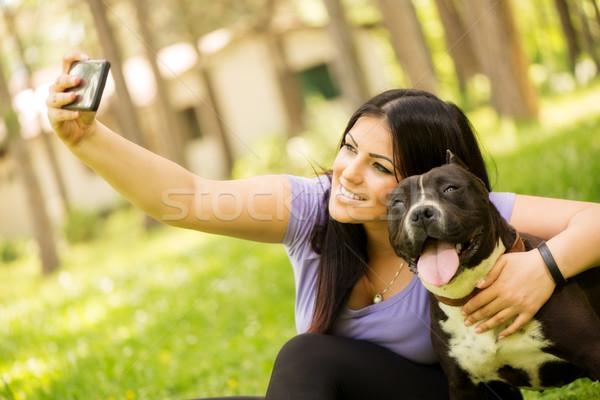 Hond mooie jonge vrouw cute terriër Stockfoto © MilanMarkovic78