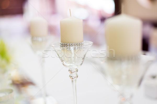 Bruiloft tabel decoratie kaars glas restaurant Stockfoto © MilanMarkovic78