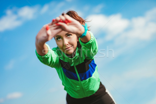 Ontspannen natuur jonge fitness vrouw oefening Stockfoto © MilanMarkovic78