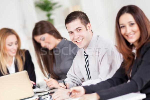 Zespół firmy szczęśliwy biznesmen biuro patrząc kamery Zdjęcia stock © MilanMarkovic78