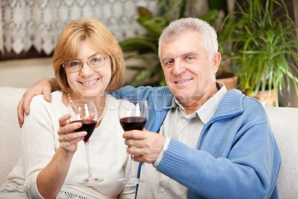 Aniversario feliz pareja de ancianos vino tinto casa Foto stock © MilanMarkovic78