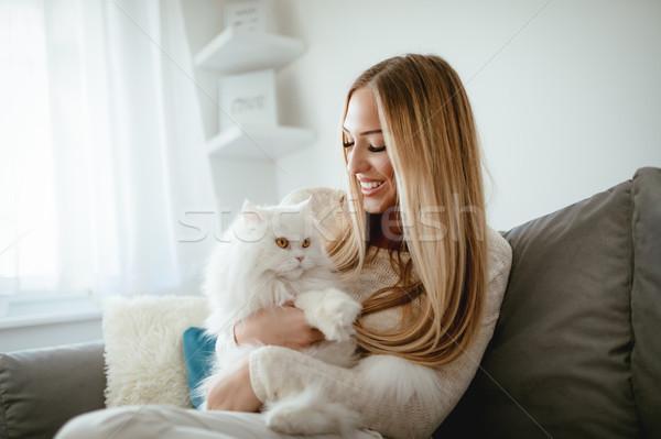 Cute jonge vrouw ontspannen home mooie Stockfoto © MilanMarkovic78