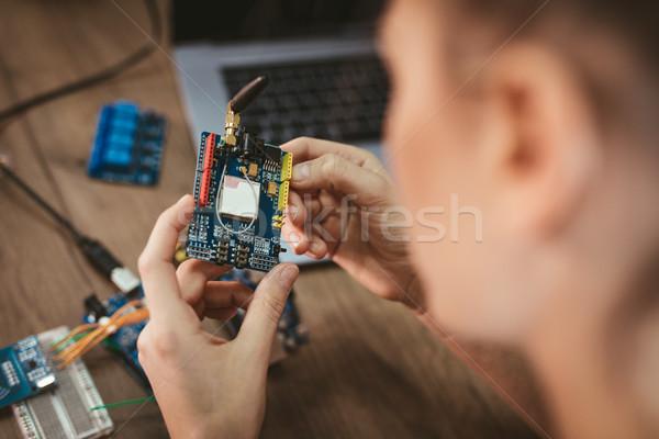 Mérnök dolgozik nyáklap közelkép női kezek Stock fotó © MilanMarkovic78