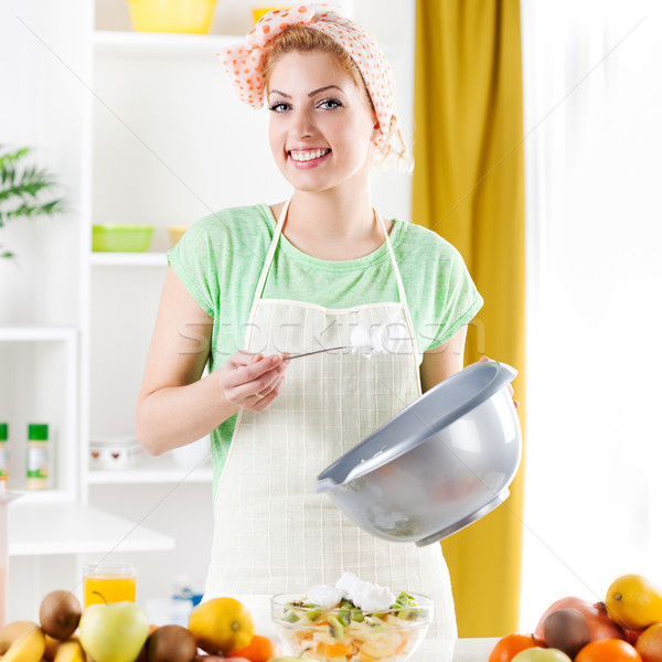 Jeune femme salade de fruits belle crème fouettée cuisine regarder Photo stock © MilanMarkovic78