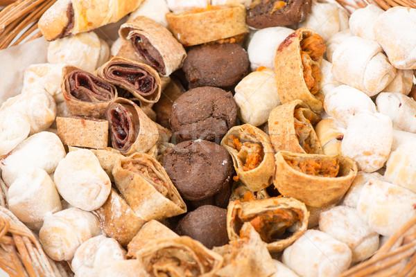 Słodkie piekarni produktów wiklina koszyka Zdjęcia stock © MilanMarkovic78