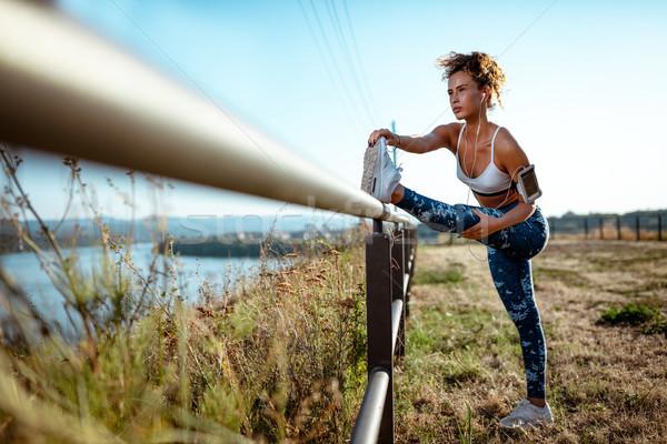 çaba günlük genç kentsel koşucu kadın Stok fotoğraf © MilanMarkovic78