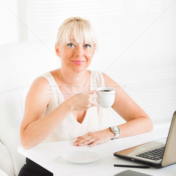Imprenditrice pausa caffè bella donna ufficio business Foto d'archivio © MilanMarkovic78